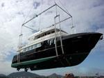 Barco com mais de cem toneladas movimentado com Levtec.